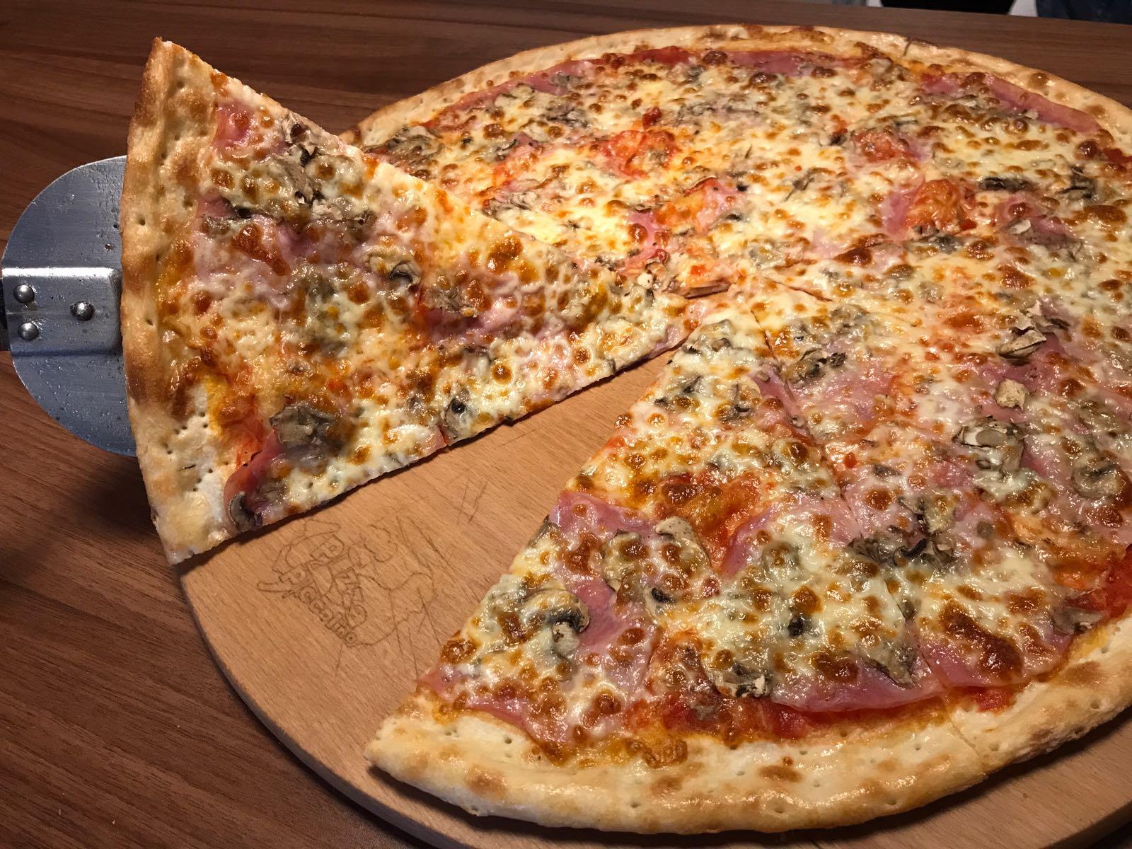 7. Pizza Carolina 50cm