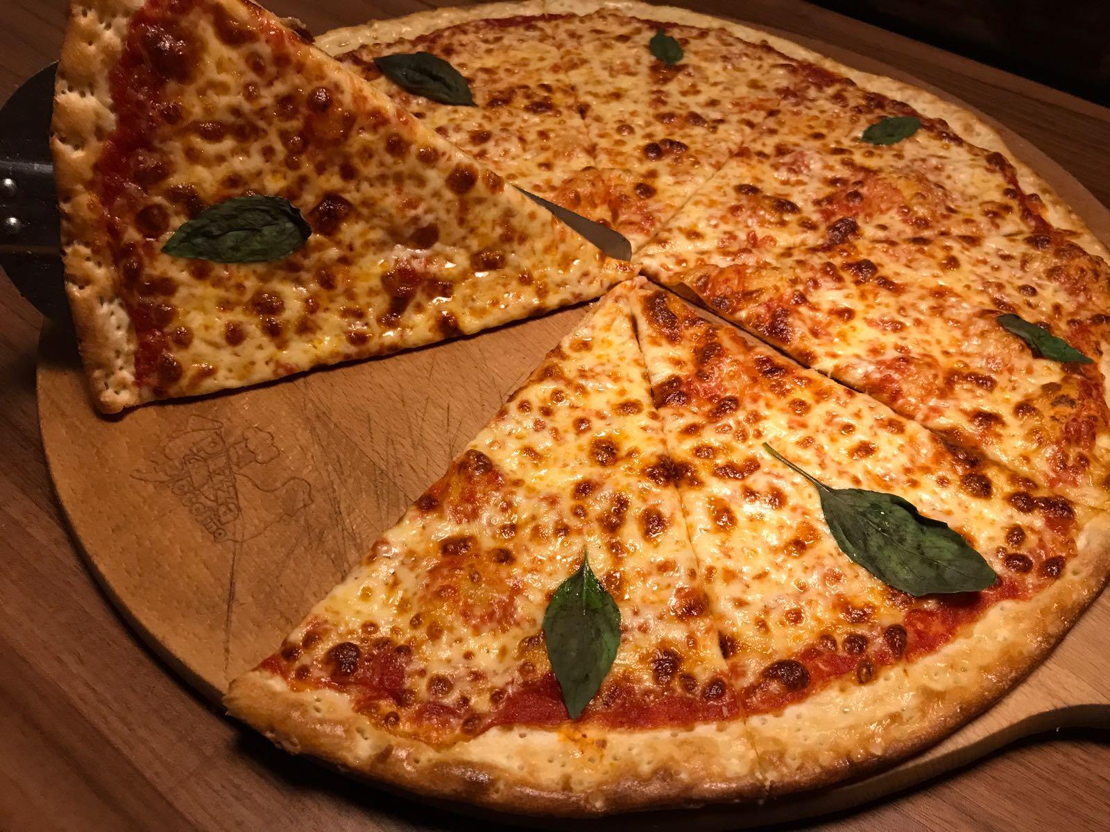 1. Pizza Margherita 50cm
